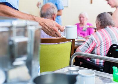 Senioren machen Kaffeepause